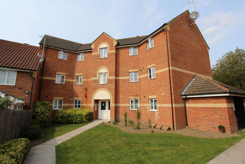 2 Bedrooms Flat for sale in Bengeo Gardens, Chadwell Heath, RM6