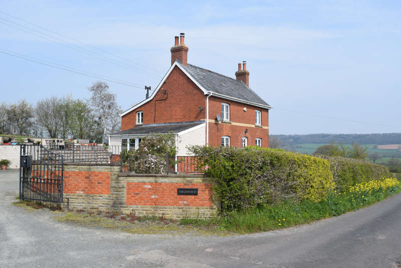 3 Bedrooms Country House Character Property for sale in Highfield Farm, Wormbridge, Hereford, Herefordshire, HR2 9EE