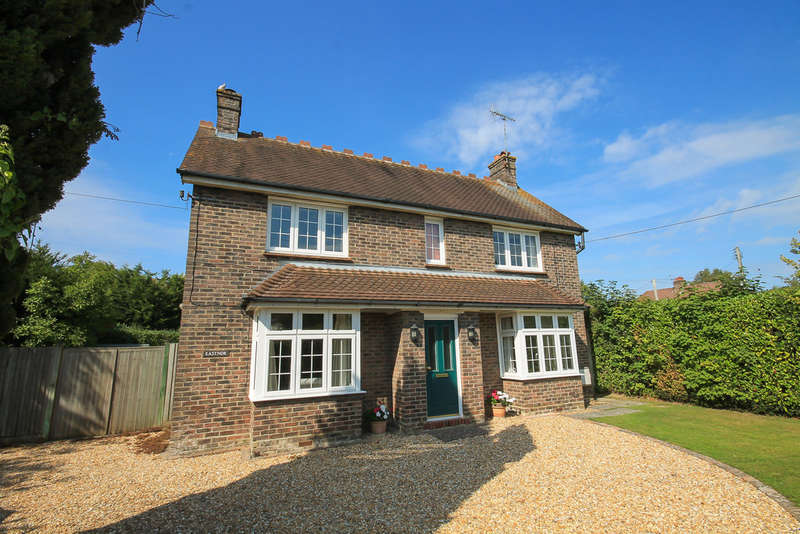 4 Bedrooms Detached House for sale in Vicarage Road, Crawley Down