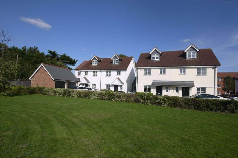3 Bedrooms Semi Detached House for sale in Walter Mead Close, Ongar, Essex, CM5