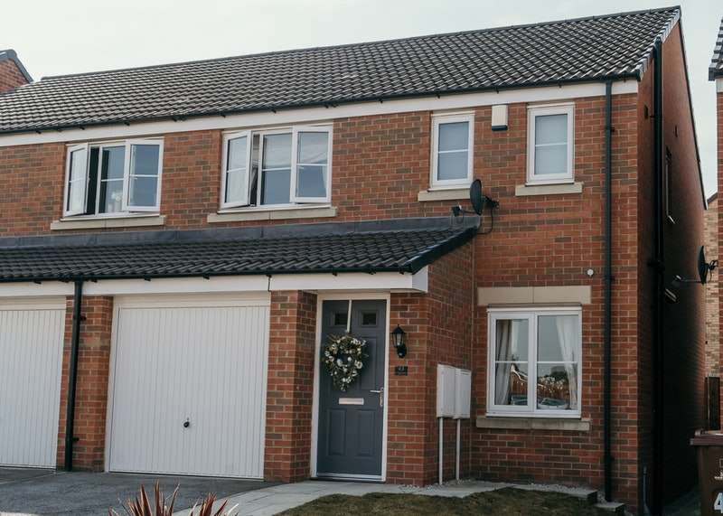 3 Bedrooms Semi Detached House for sale in Old Royston Avenue, Barnsley, South Yorkshire, S71
