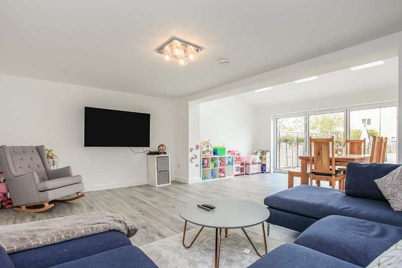 5 Bedrooms House for sale in Grand Union Way, Kings Langley, Hertfordshire, WD4