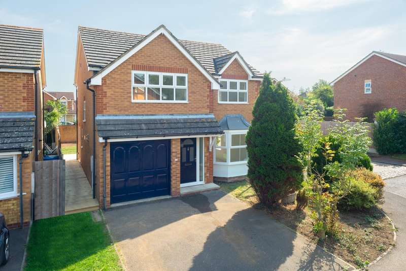 4 Bedrooms Detached House for sale in Bell Chapel Close, Park Farm, Ashford, TN23