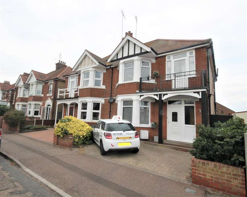 3 Bedrooms Semi Detached House for sale in Freeland Road, Clacton on Sea