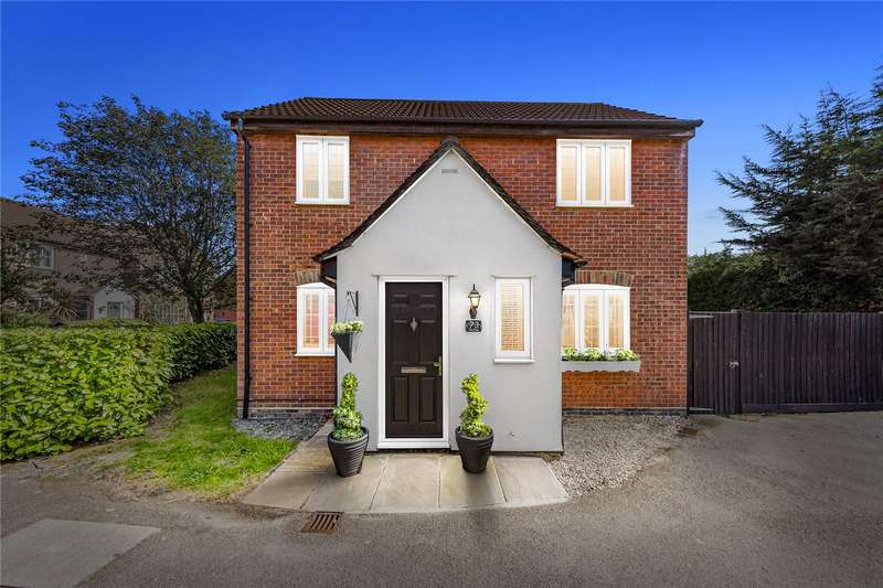 3 Bedrooms Semi Detached House for sale in The Pines, Stepple View, Laindon, SS15