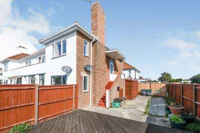 2 Bedrooms Maisonette Flat for sale in Hayling Island, Hampshire, .