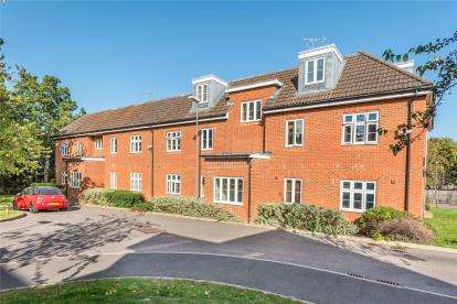 2 Bedrooms Flat for sale in Paterson Lodge, 8 Turner Avenue, Westerham