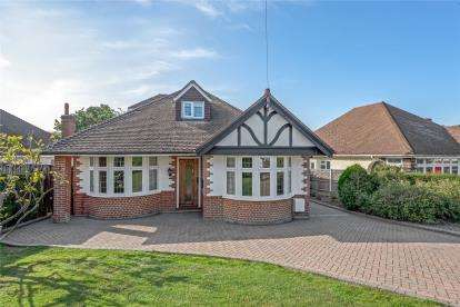 4 Bedrooms Detached Bungalow for sale in The Crescent, West Wickham