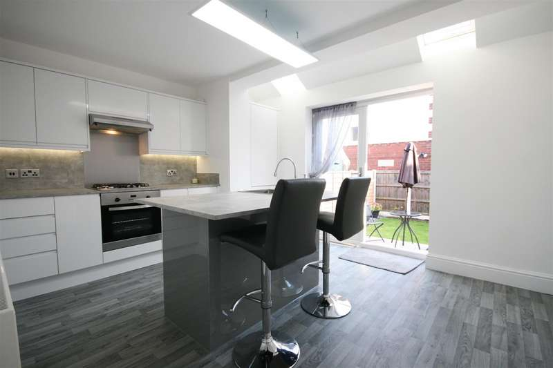 3 Bedrooms Terraced House for sale in Preston Road, Lytham