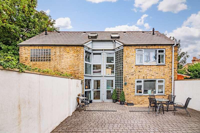 3 Bedrooms Semi Detached House for sale in Birkbeck Road, Beckenham, BR3