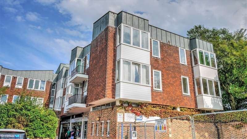 2 Bedrooms Flat for sale in High Street, Petersfield