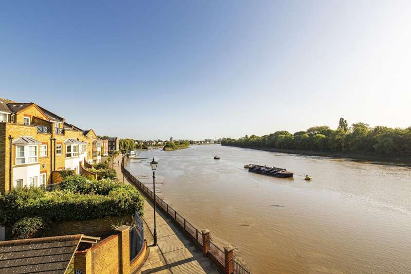 3 Bedrooms Penthouse Flat for rent in Russell Close, Regency Quay, Chiswick, W4