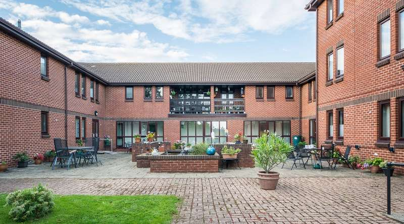 1 Bedroom Apartment Flat for sale in Hamble Lane, Hamble, Southampton, Hampshire. SO31 4QE