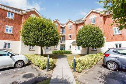 2 Bedrooms Flat for sale in Priddys Hard, Gosport, Hampshire