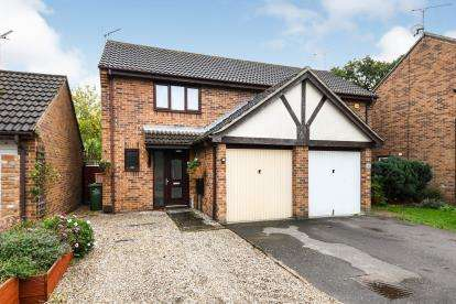 2 Bedrooms Semi Detached House for sale in Wickford, Essex, .