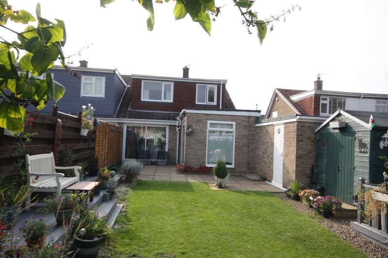 3 Bedrooms Semi Detached House for sale in Mossdale Grove, Guisborough, TS14