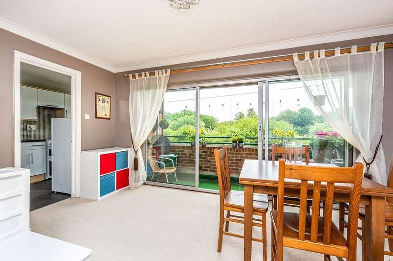 2 Bedrooms Apartment Flat for sale in Lance Croft, New Ash Green, Kent, DA3