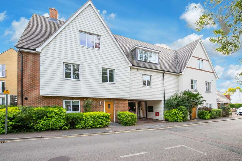 2 Bedrooms Flat for sale in Station Approach, Theydon Bois, Epping