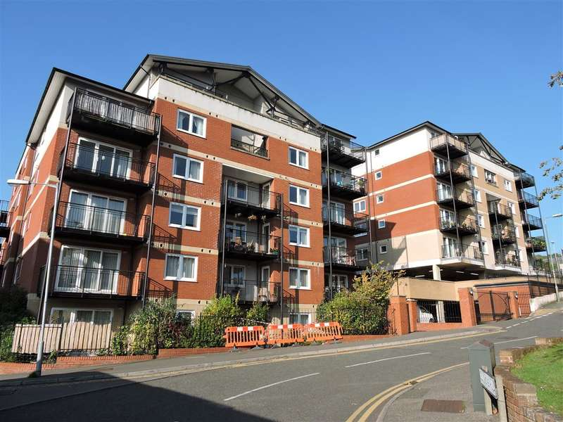 2 Bedrooms Apartment Flat for rent in Penn Place, Northway, Rickmansworth