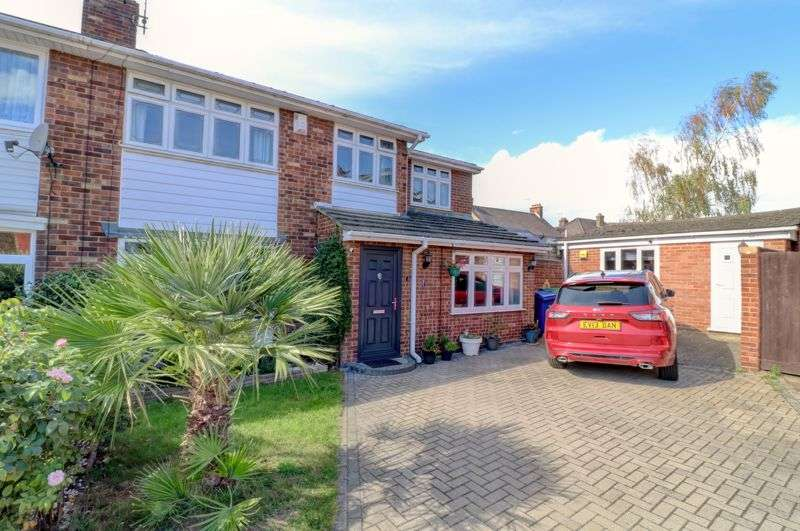 4 Bedrooms Property for sale in Tyrrells Hall Close, Grays