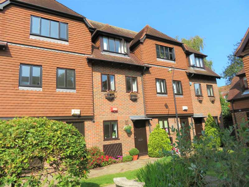 4 Bedrooms Town House for sale in Linden Chase, Canterbury
