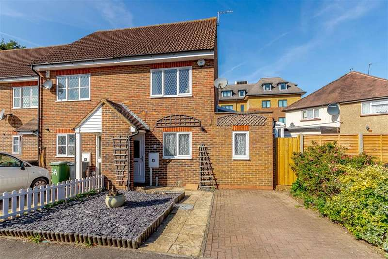 3 Bedrooms End Of Terrace House for sale in Hawthorne Place, Epsom, KT17