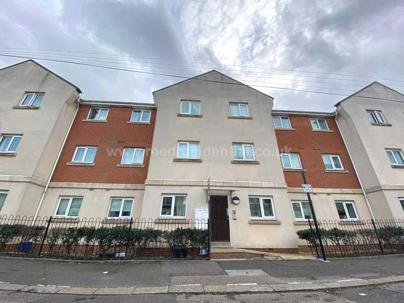 2 Bedrooms Apartment Flat for sale in Guildford Road, Southend On Sea