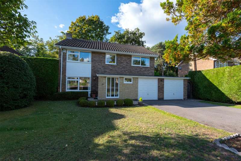 4 Bedrooms Detached House for sale in Dundaff Close, Camberley, Surrey, GU15