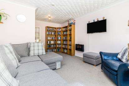 2 Bedrooms Flat for sale in Frogmore, Fareham, Hampshire