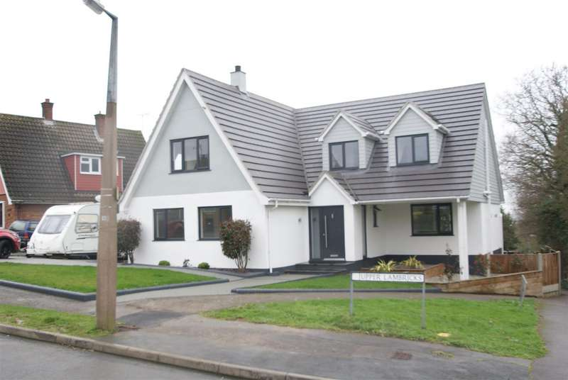4 Bedrooms House for sale in Upper Lambricks, Rayleigh