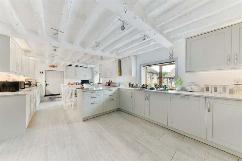 5 Bedrooms Barn Conversion Character Property for sale in Pendell Barn, Pendell Road, Bletchingley,