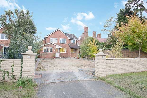 3 Bedrooms Detached House for sale in Hallow Road, Worcester, Hereford And Worcester, WR2 6BY