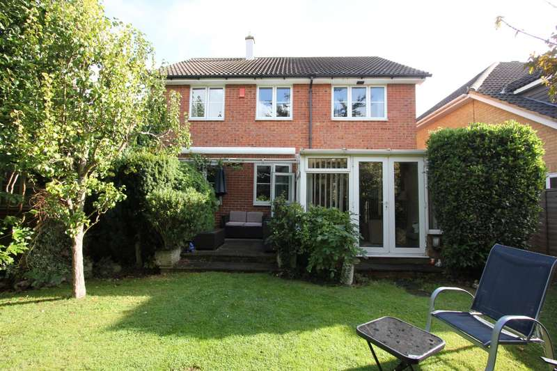 4 Bedrooms Detached House for sale in Brasted Court, Rochester, Kent, ME2