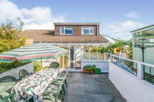 3 Bedrooms Bungalow for sale in Birch Path, Uckfield, East Sussex, .