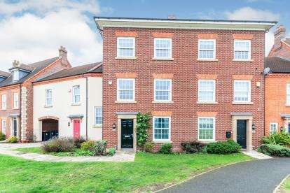 4 Bedrooms Terraced House for sale in Greenkeepers Road, Great Denham, Bedford, Bedfordshire