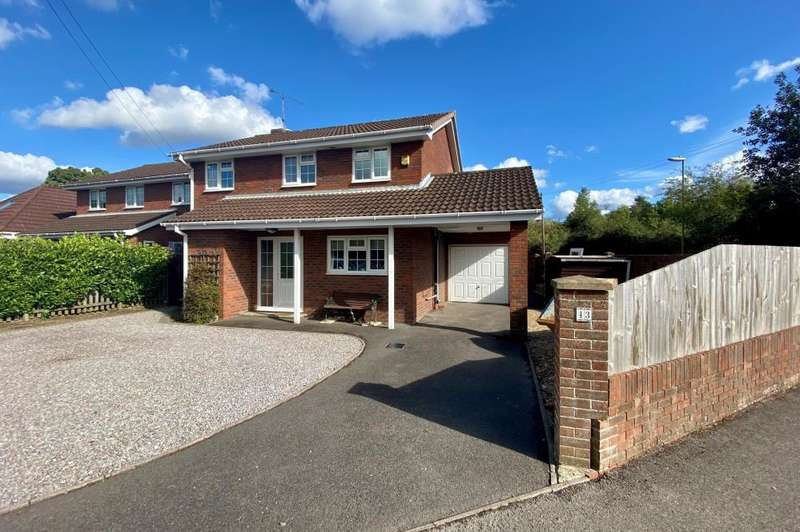 4 Bedrooms Detached House for sale in Ringwood, BH24 1UP