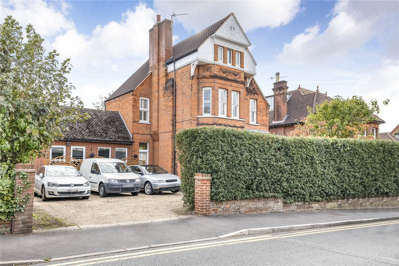 6 Bedrooms Detached House for sale in Bushey Hall Road, Bushey, WD23