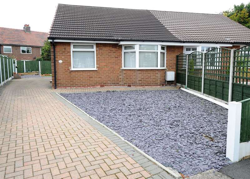 2 Bedrooms Bungalow for sale in 32 Platts Drive, Irlam M44 6NF