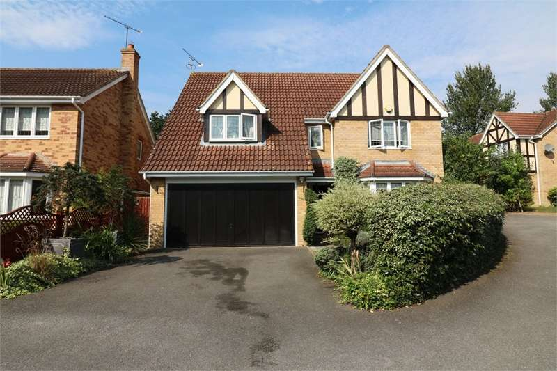 4 Bedrooms Detached House for sale in Mylne Close, Cheshunt, West Cheshunt, Hertfordshire