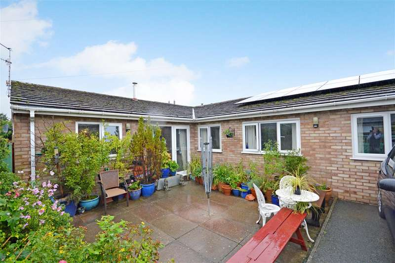 3 Bedrooms Semi Detached Bungalow for sale in Crossways, Peterchurch, Hereford