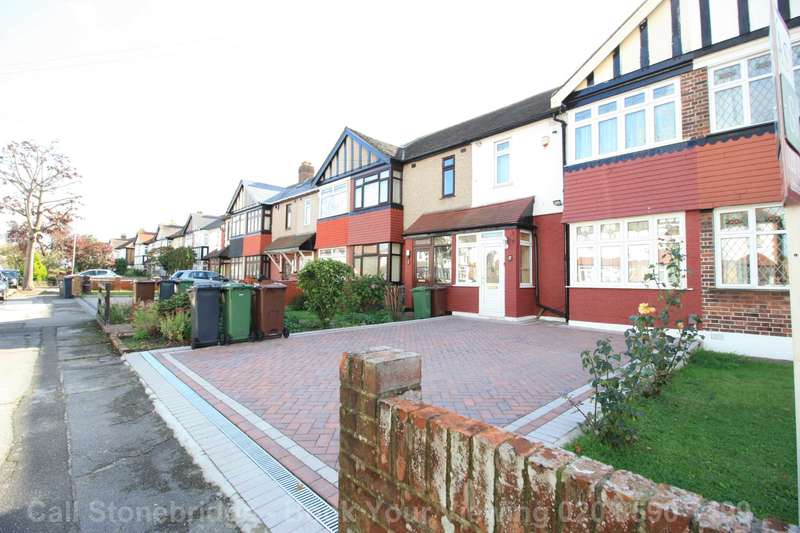 3 Bedrooms Terraced House for sale in Salcombe Drive, Romford