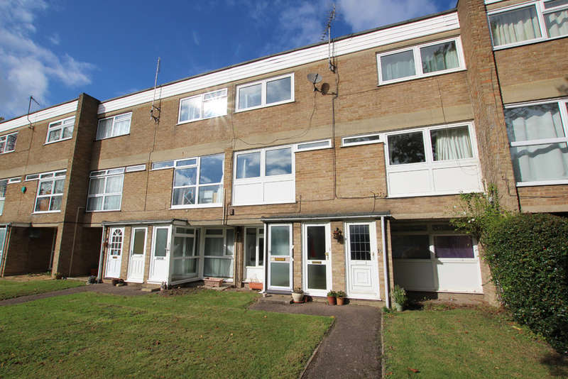 2 Bedrooms Maisonette Flat for sale in West Court, Tannery Drift, Royston