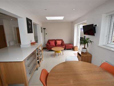 4 Bedrooms Semi Detached House for sale in Watlington Road, Harlow
