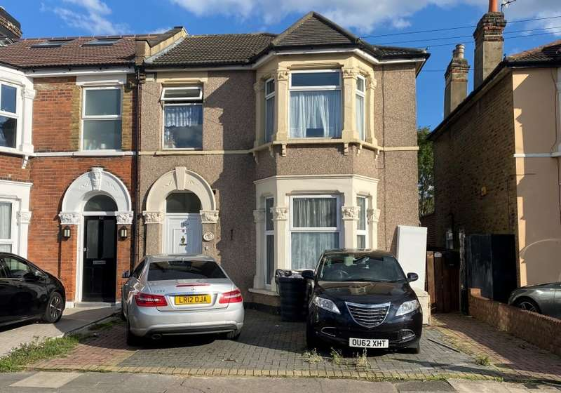 2 Bedrooms Apartment Flat for sale in Pembroke Road, Ilford, Essex, IG3 8PF