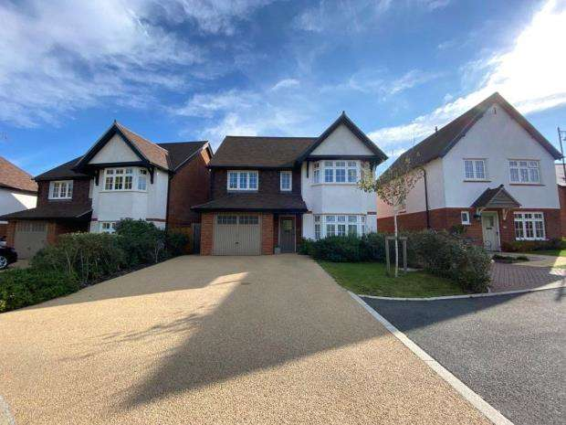 4 Bedrooms Detached House for sale in Cavell Way, Waterlooville, Waterlooville
