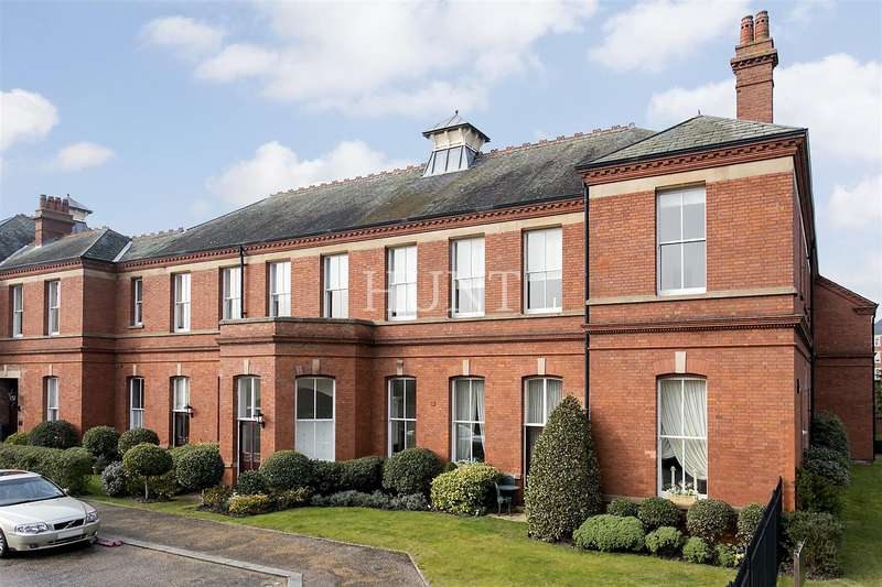 2 Bedrooms Apartment Flat for sale in Wentworth House, Repton Park, Woodford Green IG8