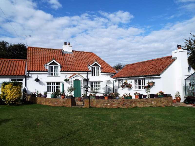 2 Bedrooms Cottage House for sale in Chapel Lane, Manby, Louth, LN11 8HQ
