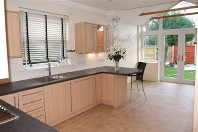 5 Bedrooms Detached House for rent in Victoria Avenue, Rayleigh