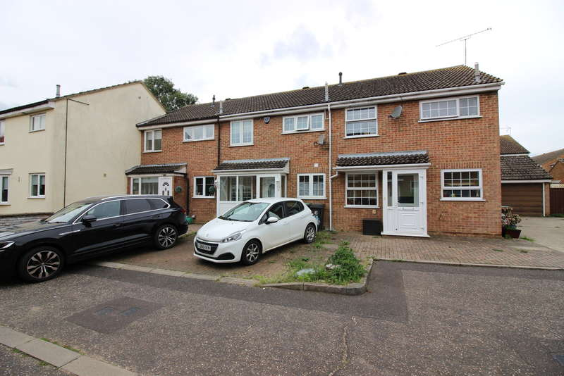 3 Bedrooms Terraced House for sale in Crown Close, Sheering, CM22
