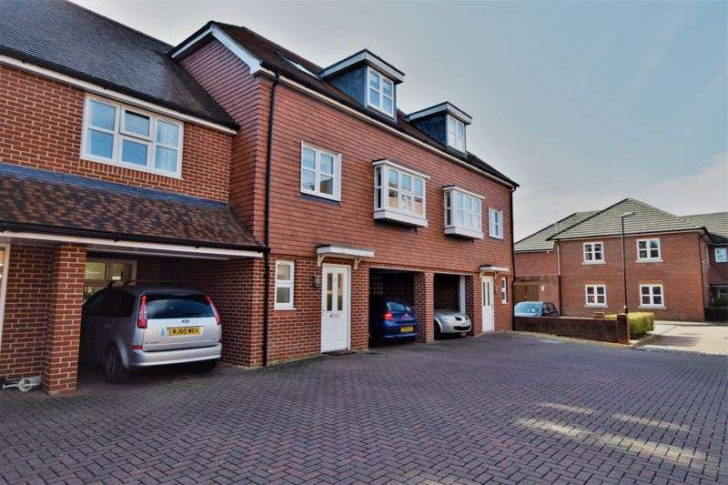3 Bedrooms Property for sale in Pentons Close, Holybourne, Alton, Hampshire